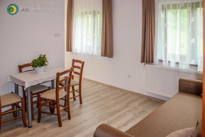 Apartament de 5 persoane