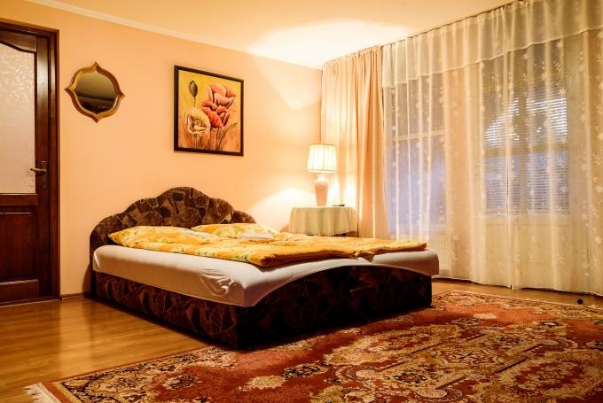 Cameră cvadruplă (2 paturi duble)