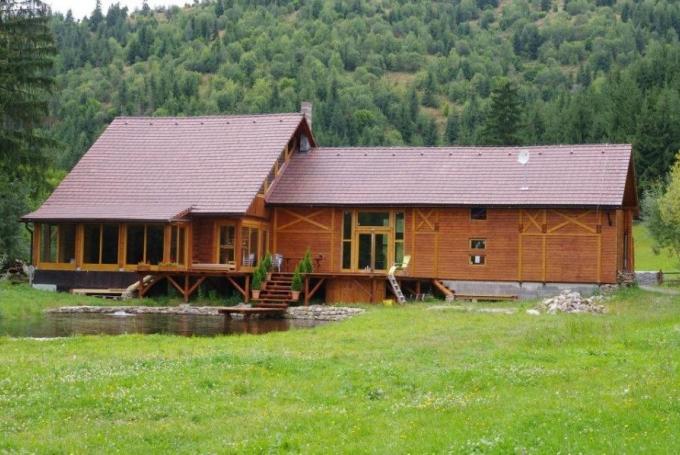 CrossLine Lodge